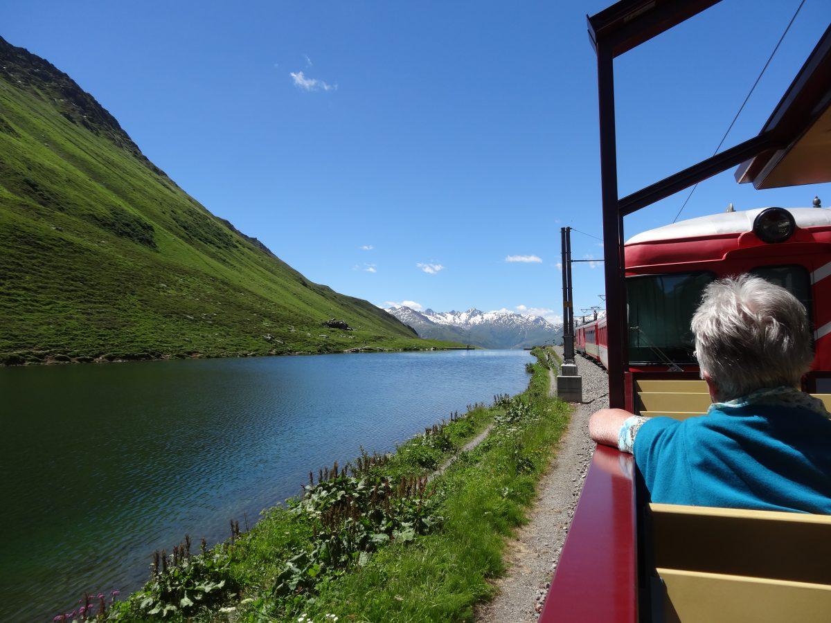 Von der Ostsee in die Alpen: Im Nachtzug von Binz nach Zürich und im Openair-Wagen über den Oberalppass