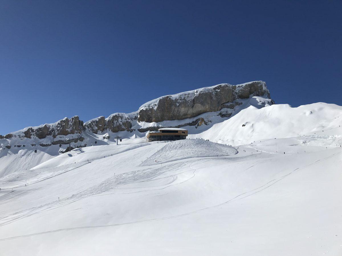 Über Nacht in den Schnee: Winterwandern an der deutsch-österreichischen Grenze
